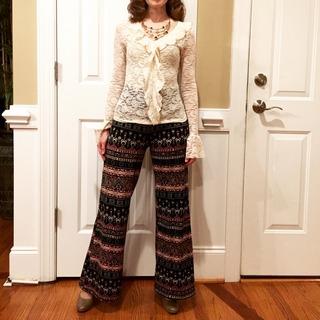 #dressybutcasual #chic #fashionable #lacefashion #softpants