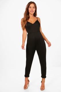 boohoo - Petite Jumpsuit mit schmalen Trägern und gerade geschnittene Hose