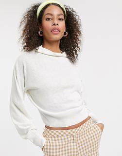 ASOS DESIGN - Pullover mit hohem Kragen in kurzem Schnitt-Weiß