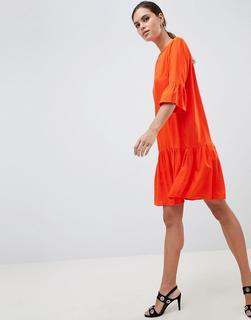 YAS - Minikleid in Orange mit ausgestellten Ärmeln und abfallendem Saum