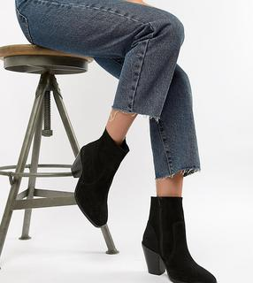 ASOS DESIGN - Wide Fit Espresso western suede ankle sock boots