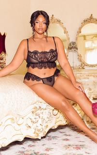 PrettyLittleThing - Plus Black Lace Frill Knickers, Black