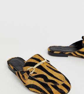 ASOS DESIGN - Wide Fit Moves leather mule loafers in tiger