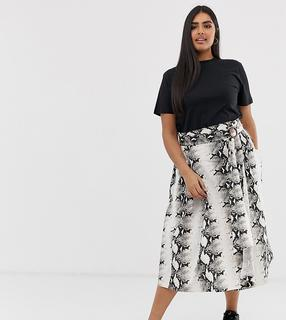 ASOS Curve - ASOS DESIGN Curve wrap midi skirt with wooden buckle and pockets in snake print
