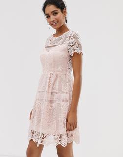 Liquorish - Minikleid mit Rückenausschnitt und Spitzen-Overlay - Rosa