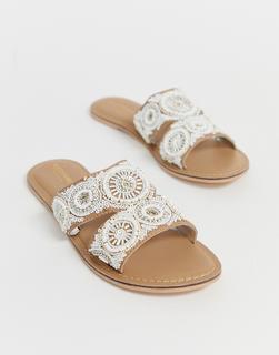 Accessorize - Mit Perlen verzierte, flache, cremefarbene Sommer-Sandalen-Beige