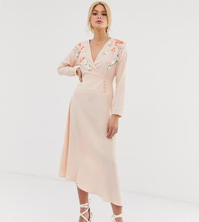 ASOS Tall - ASOS DESIGN Tall – Wickel-Midikleid mit Stickerei-Rosa