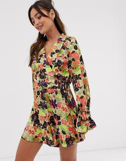 ASOS DESIGN - wrap playsuit in jacquard floral with buckle cuff detail