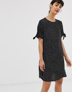 Monki - Schwarz gepunktetes T-Shirt-Kleid mit gebundenen Ärmeln-Mehrfarbig