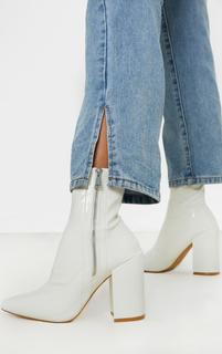 PrettyLittleThing - White Chunky Heel Side Zip Sock Boot, White