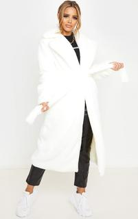PrettyLittleThing - Petite Cream Belted Faux Fur Coat, White