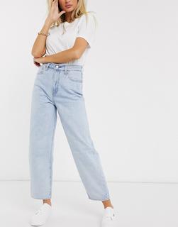 Levis - Jeans mit Ballonbeinen in Bleach-Waschung-Blau