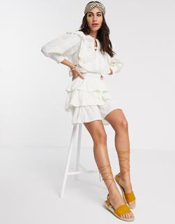 River Island - Minikleid mit Stufenrock und voluminösen Ärmeln in Weiß