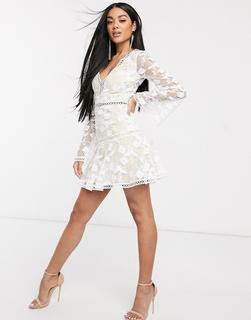Love Triangle - Minikleid mit tiefem Ausschnitt und zarter Spitze-Weiß