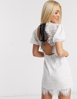 Love Triangle - Weißes Minikleid aus Spitze mit Puffärmeln