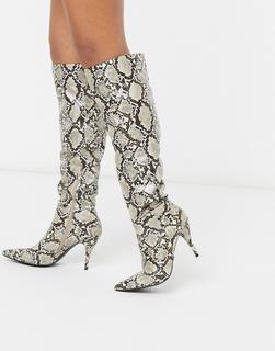 Public Desire - Nicole – Kniehohe Stiefel in Natur mit Schlangenmuster-Beige