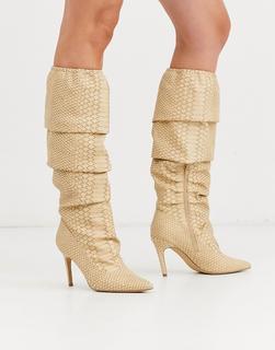 Missguided - Gerüschte Stiefel mit Schlangenhautmuster in Beige-Schwarz