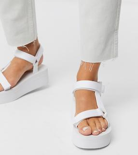 Truffle Collection - Sportliche Flatform-Sandalen mit weiter Passform in Weiß