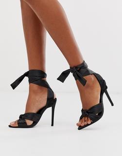 Missguided - Spitze Sandalen aus schwarzem Satin mit Absatz und Knöchelschnürung-Braun