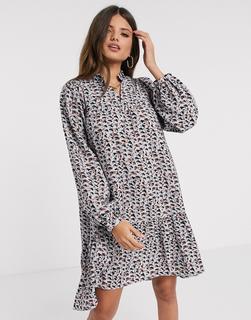 Vero Moda - Gestuftes, gesmoktes Kleid mit Volumenärmeln in Blau mit abstraktem Muster-Mehrfarbig