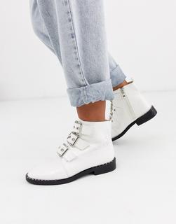 Glamorous - Stiefel in Krokooptik mit Schnallen vorn-Weiß