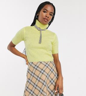 Reclaimed Vintage - Inspired – Kurzer, flauschiger Pullover mit hohem Halsausschnitt-Gelb