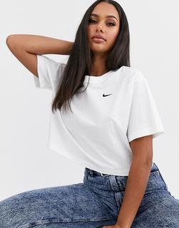 Nike - Kurzes, weißes T-Shirt mit Mini-Swoosh-Logo