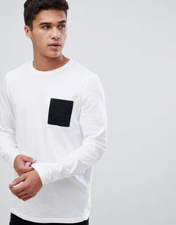 ASOS DESIGN - Langärmliges Shirt mit abgesetzter Tasche in Weiß