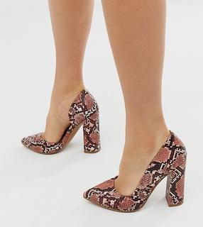 ASOS DESIGN - Walter – High-Heels im D'Orsay-Stil mit rosa Schlangenhautmuster, weite Passform-Mehrfarbig