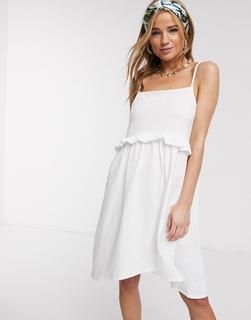 ASOS DESIGN - Mini-Sommerkleid mit Trägern und Rüschen in Weiß