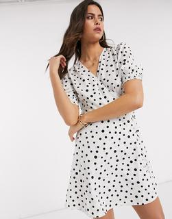Vero Moda - Gepunktetes Minikleid in Weiß mit Wickeldetail und Puffärmeln-Beige