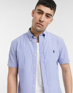 Polo Ralph Lauren - Kurzärmliges, blau gestreiftes Seersucker-Polohemd in Custom Regular Fit mit Button-down-Kragen und Polospieler-Logo