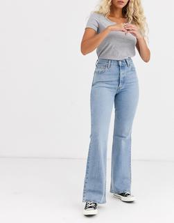 Levis - Ribcage– Ausgestellte Jeans in Blau