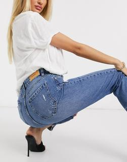 Stradivarius - Mittelblaue Mom-Jeans in Used-Optik