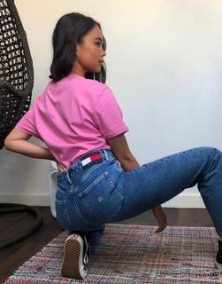 Tommy Jeans - Straight Jeans in verwaschenem Mittelblau mit hohem Bund