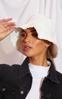 PrettyLittleThing - White Frayed Edge Bucket Hat, White