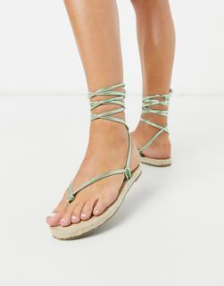 ASOS DESIGN - Joe – Flache Espadrille-Sandalen mit Wickelbändern in Grün-Metallic
