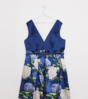 Chi Chi London - Chi Chi Curve – Ilona – Ballkleid mit tiefem Ausschnitt in Marineblauem Blumenmuster