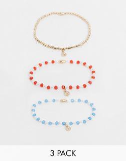 ASOS DESIGN - Stretch-Armbänder in Gold mit Perlen und gehämmerten Mini-Anhängern im 3er-Pack