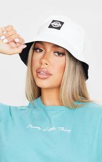 PrettyLittleThing - White Branded Bucket Hat, White