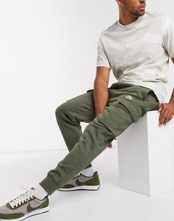 Nike - Club – Cargo-Jogginghose in Khaki mit Bündchen-Grün