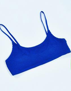 Weekday - Sunny – Geripptes Bikinioberteil aus recyceltem Polyester in Blau