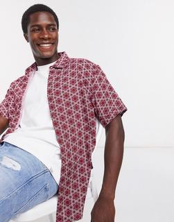 Burton Menswear - Kurzärmliges Hemd mit geometrischem Kachelmuster in Rot