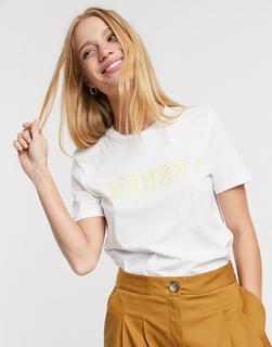 """Selected - Ann – T-Shirt mit """"Femme""""-Schriftzug in Weiß"""