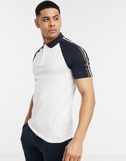 ASOS DESIGN - Enges Polo Shirt aus Bio-Material mit kontrastierenden Raglanärmeln und Ärmelstreifen in Weiß
