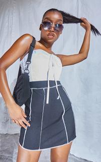 PrettyLittleThing - Black Contrast Stitch Skater Skirt, Black
