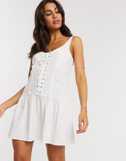 ASOS DESIGN - Geschnürtes Sommerkleid mit Spitzeneinsätzen in Weiß