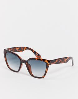 Jeepers Peepers - x ASOS – Oversized-Cat-Eye-Sonnenbrille in Schildpattoptik mit grünen Gläsern-Braun
