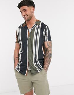 Burton Menswear - Kurzärmliges Jersey-Hemd mit vertikalen Streifen in Khaki & Marineblau-Grün