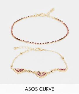 ASOS Curve - ASOS DESIGN Curve – Goldfarbene Armbänder mit Herzanhängern aus rosa Kristallen im 2er-Pack
